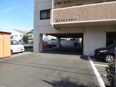 【駐車場】ロイヤルシャトー