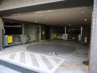 建物内に駐車場も完備。