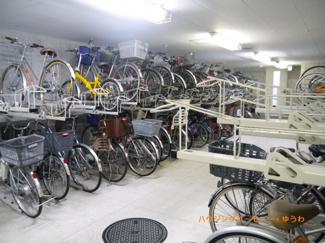 建物内に、安心の専用駐輪場があります。