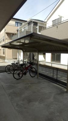 レ・フレールの駐輪場