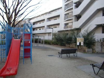 公園からマンションはこのように見えます。