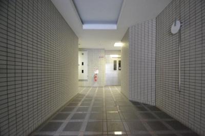 【ロビー】ロイヤル六甲駅前