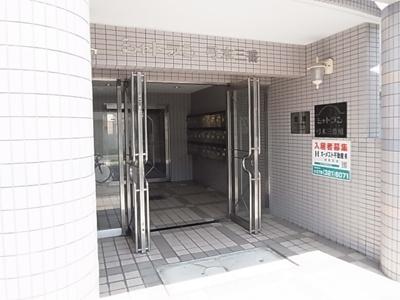 【エントランス】シャトラン弓木三番館