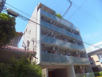 2003年築。鉄筋コンクリート造5階建て。