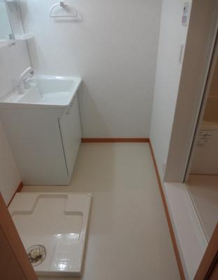 マードレネギシ 忙しい朝に嬉しい独立洗面台があります! 洗濯機置き場は室内(脱衣所)にあります!
