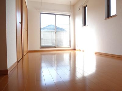 マードレネギシ 洋室6.6帖(DK側から)