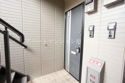 【玄関】クレセントコート