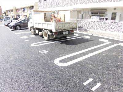 グラン・マーキュリーの駐車場