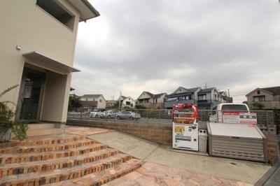 建物のお隣に隣接。1台¥7000-
