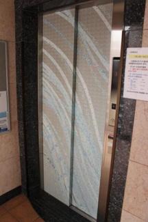 荷物が多いときでも楽チンなエレベーター