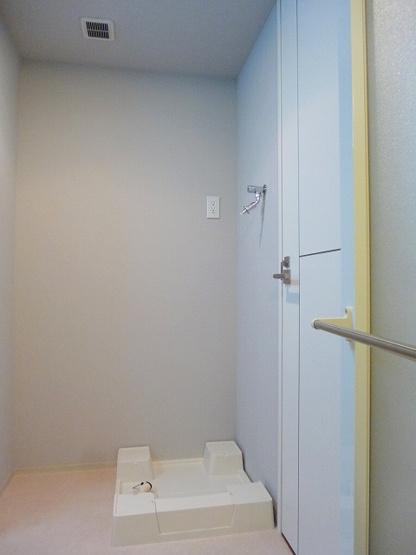 洗面室に排水口掃除しやすい足高防水パン