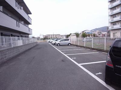 【駐車場】ヴェルヴイラージュ