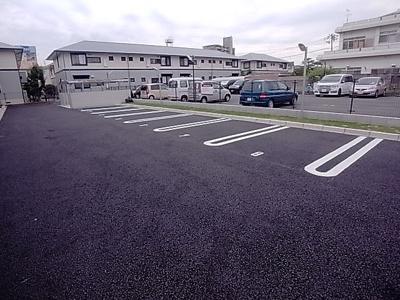 【駐車場】コーポラスツツミ E棟