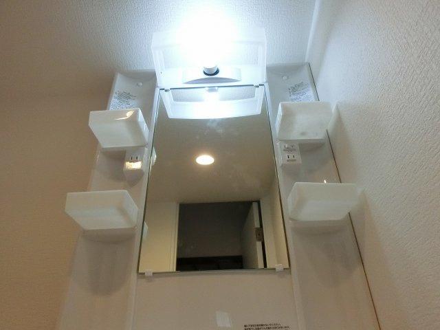 福万寺町南(八尾市 戸建て賃貸) 照明付き洗面台