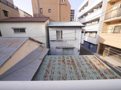 近隣は1階建ての為、人目も気にせず洗濯物を干せます。