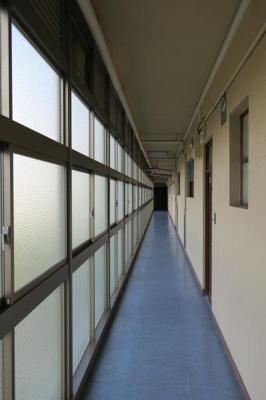信濃町アジアマンション 共用廊下