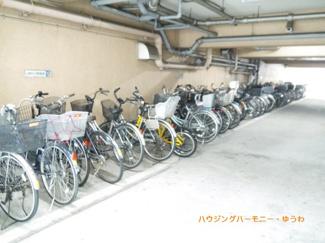 建物内に駐輪場が有ります。