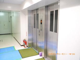 エレベーターが2基あり、忙しい時間帯も安心です。