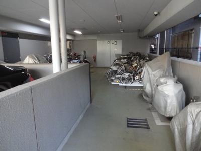 コアマンションフリージオ上野 駐輪場