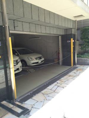 ポプラハウスの駐車場です。