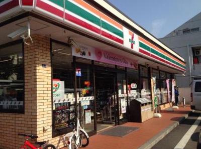 セブンイレブン横浜日吉本町3丁目店 181m