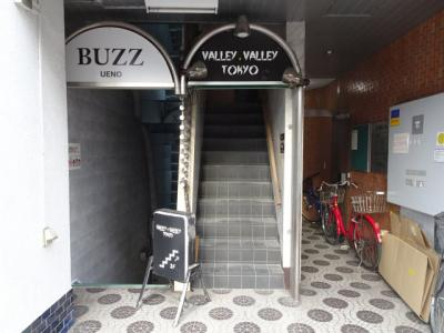 小林ビル 1Fから専用の階段があります