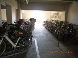 建物内に、駐輪場があり大変便利です。