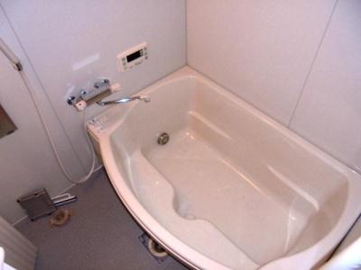 シェル型の広々浴槽★