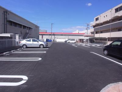 【駐車場】オーセンティック4