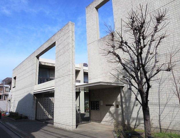 「プレミアガーデン本郷」、個々のプライバシーが確立された住居空間です。