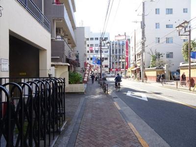 タカアキ車庫 目の前の道路