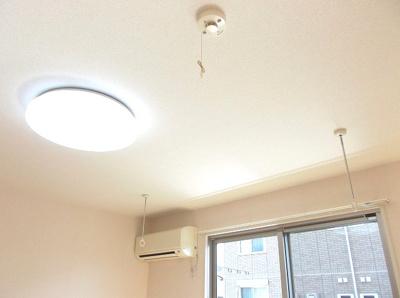エアコン、照明、室内物干し付き!