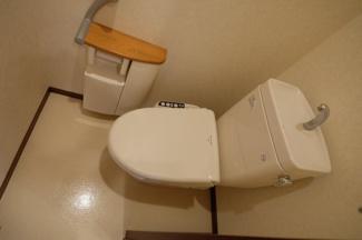 もちろん温水洗浄便座付きです