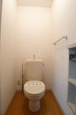 トイレにはペーパホルダーがあり使い勝手が良いです♪