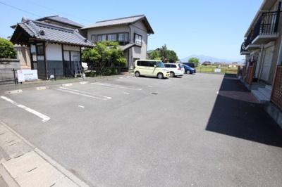 【駐車場】ローズヴィレッジ
