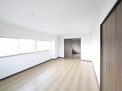 家具の配置がしやすい洋室です