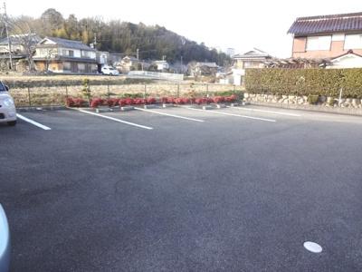 【駐車場】ウォームリブ