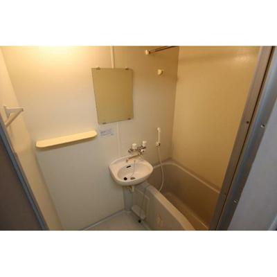 メゾン・ド・ディマンシェの浴室