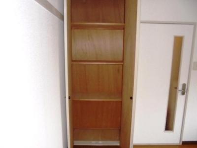 玄関横洋室6帖収納★