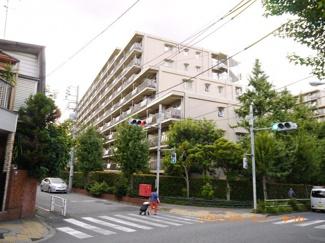 総戸数255戸のビッグコミュニティ。SRC造のしっかりした建物です。