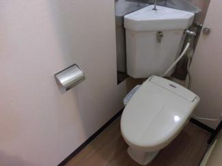温水洗浄便座付きの綺麗なトイレです