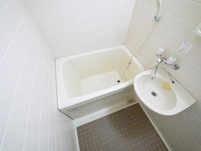 バス、トイレが別なのは嬉しいですね!床のタイルも素敵です!