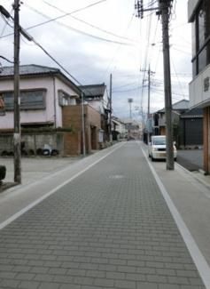 前面道路の写真です。左側が対象地です。