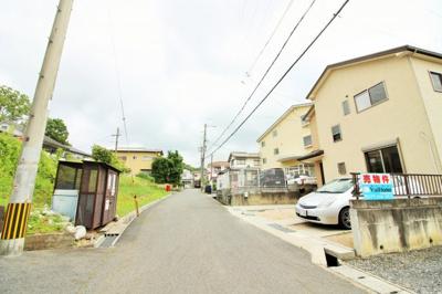 前道は幅員5.4メートル、間口8.8メートルあります。