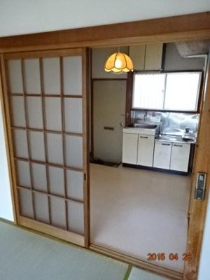 洋室とDKの間仕切りのガラス戸
