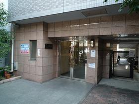 スカイコート目黒壱番館のエントランスです。