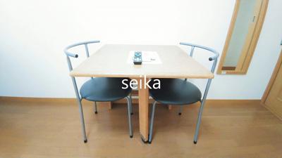 折り畳み式テーブルと椅子付き