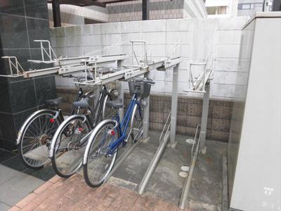 新千葉小川マンションの駐輪場1
