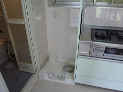 お風呂場の隣に洗濯機置場があるので節水にも◎