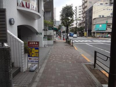 アズール上野 建物前